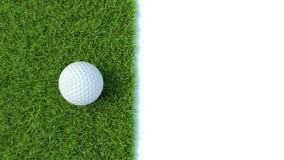 3d übertragen vom Golfball auf dem grünen Rasen, der auf Weiß lokalisiert wird Lizenzfreie Stockfotografie