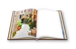 3D übertragen von einem geöffneten Fotobuch von Pitigliano-Dorf, Italien stock abbildung