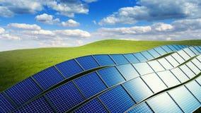 3d übertragene Illustration mit grüner Rasenfläche und Stapel Sonnenkollektoren Stockfotografie