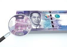 3D übertragenes Philippinen-Geld mit Vergrößerungsglas forschen Währung auf weißem Hintergrund nach Stockfotos