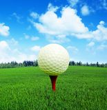 3D перевод, шар для игры в гольф в огне, стоковая фотография