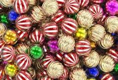 3d представляя рождество, Новый Год, праздничные шарики золота, зеленых и красных стоковые фото