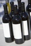 3d разливает модельное белое вино по бутылкам Стоковая Фотография