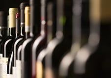 3d разливает модельное белое вино по бутылкам Стоковое Изображение RF