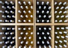 3d разливает модельное белое вино по бутылкам Стоковое Фото