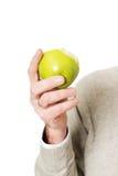 2 5d 70 рука яблока 200 8l держа метку мужчины ii сняли принятую студию Стоковое фото RF