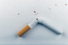 3d离开被回报的反图象抽烟 免版税图库摄影
