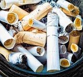 3d离开被回报的反图象抽烟 免版税库存图片