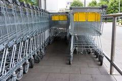 3d购物车被生成的图象购物 购物台车,购物,企业商店 免版税图库摄影