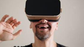 3D玻璃使年轻人震惊 影视素材