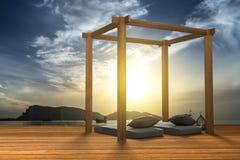 3D翻译:现代木海滩休息室装饰的例证在阳台室外木室样式的与在海视图的Sundeck 图库摄影