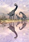在水的3D附近的腕龙恐龙回报 免版税库存照片