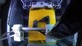 3D ABS van printerTimelapse plastic druk, ontwerp productie, cnc, machine, modelproductie, technologie leidde verlichting stock footage