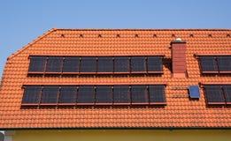 D'acqua calda da energia solare immagini stock libere da diritti