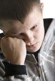 d'adolescent triste isolé de garçon image libre de droits