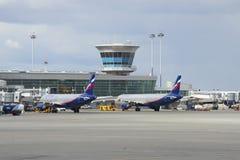 ` D'Aeroflot du ` A320 et A321 d'Airbus sur le terminal D de l'aéroport de Sheremetyevo Photos stock