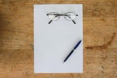 D'affaires toujours la vie avec le papier vide de feuille pour le copyspace Photographie stock