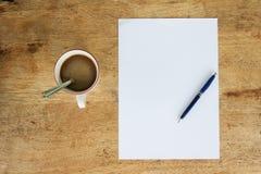 D'affaires toujours la vie avec le papier vide de feuille pour le copyspace Photos stock