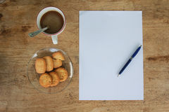 D'affaires toujours la vie avec le papier vide de feuille pour le copyspace Images stock