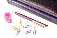 D'affaires toujours la vie d'un journal intime, des stylos et des trombones Photographie stock