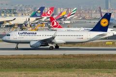 D-AIUA Lufthansa, Airbus A320-214 Fotos de Stock