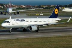 D-AIUK Lufthansa, flygbuss A230-214 med sharklets Arkivfoto