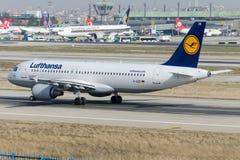 D-AIZB Lufthansa, Airbus A320-214 Foto de Stock Royalty Free