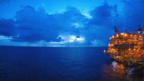 D?a al lapso de la noche costero con la tormenta hermosa o llover en fondo almacen de metraje de vídeo