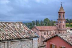 D'Alba de Serralunga, Langhe, Italia Imagen de archivo