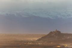 D'Alba di Santa Vittoria e le alpi Fotografie Stock Libere da Diritti