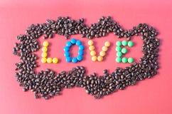 ` d'AMOUR de ` composé de sucreries colorées Photographie stock libre de droits