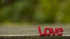 ` d'AMOUR de ` de mot de lettres sur le plancher en bois Photos stock