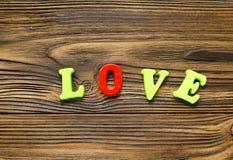 ` D'amour de ` de Word sur le fond en bois Image libre de droits