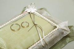 Or d'anneaux de mariage Images stock