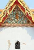 Or d'architecture d'apex de pignon dans le temple de la Thaïlande photos libres de droits