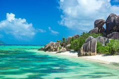 d'Argent Anse的来源-靠岸在海岛拉迪格岛上在塞舌尔群岛 图库摄影