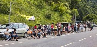 在Le环法自行车赛路的风扇  图库摄影