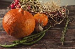 D'automne toujours la vie sur la table en bois Photographie stock