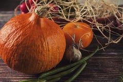 D'automne toujours la vie sur la table en bois Photo stock