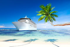 3D Beeld van Cruiseschip op het Overzees Royalty-vrije Stock Foto