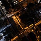 3D bild - över huvudet sikt av staden på natten arkivbild