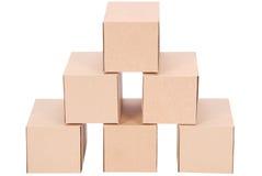 3d boxes papp frambragd bild boxes pyramiden Arkivbilder