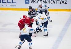 d Boyd (41) e Y Koksharov (27) sul fronte-fuori Fotografia Stock