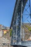 d bridżowy douro ja luis Oporto Portugal rzeki widok Luis przerzuca most, z turystami cieszy się i Porto śródmieściem na tle zdjęcia stock