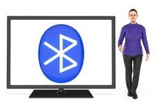3d caráter, mulher que apresenta uma tevê com o sinal do bluetooth mostrado na tela ilustração do vetor