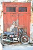 2d causar dor do motociclista na bicicleta 3D real fotos de stock