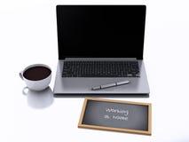 3d chalkboard, filiżanki kawy i laptopu komputer osobisty, pracować w domu conc Zdjęcie Stock