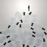 3d che coltiva lampadina che sta fuori dallo spento Fotografie Stock Libere da Diritti
