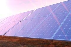 3D che rende tecnologia della generazione di energia solare Energia alternativa Moduli del pannello di batteria solare con il tra Immagini Stock