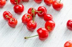 3 d cherry tła white obrazu Czerwone jagody z zielonymi gałązkami Obraz Stock
